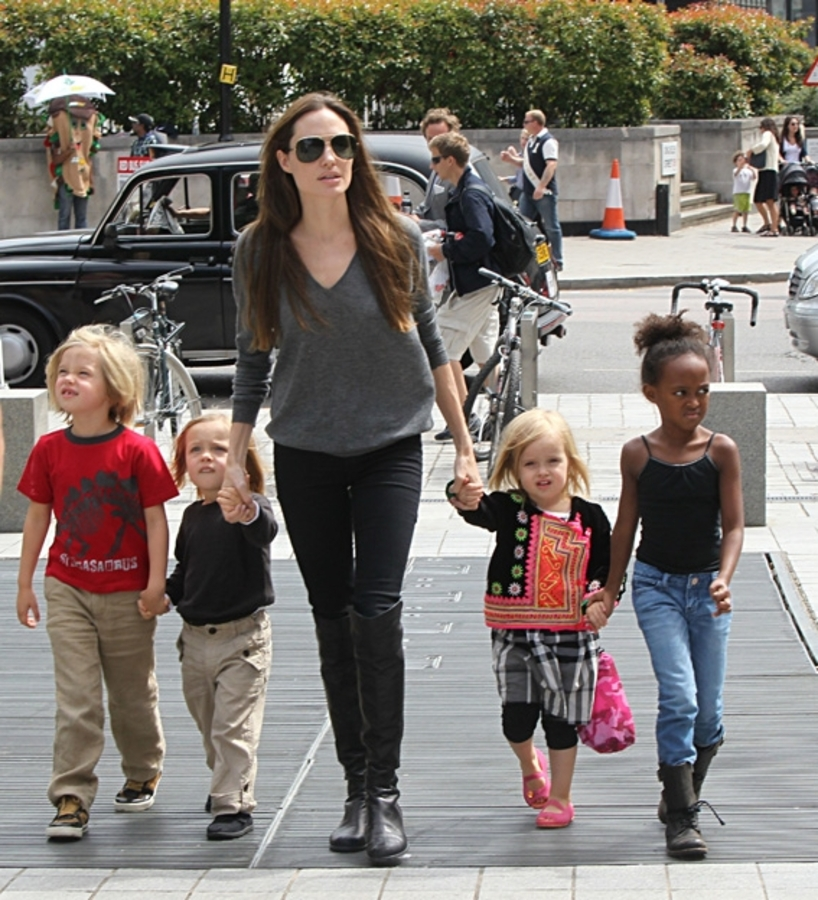 Анджелина Джоли — лучший друг для своих детей