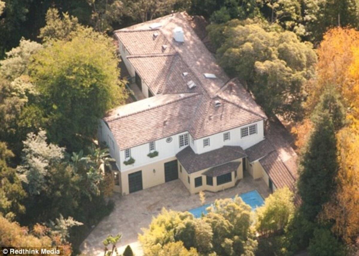 Риз Уизерспун продает свой дом за 7 миллионов долларов