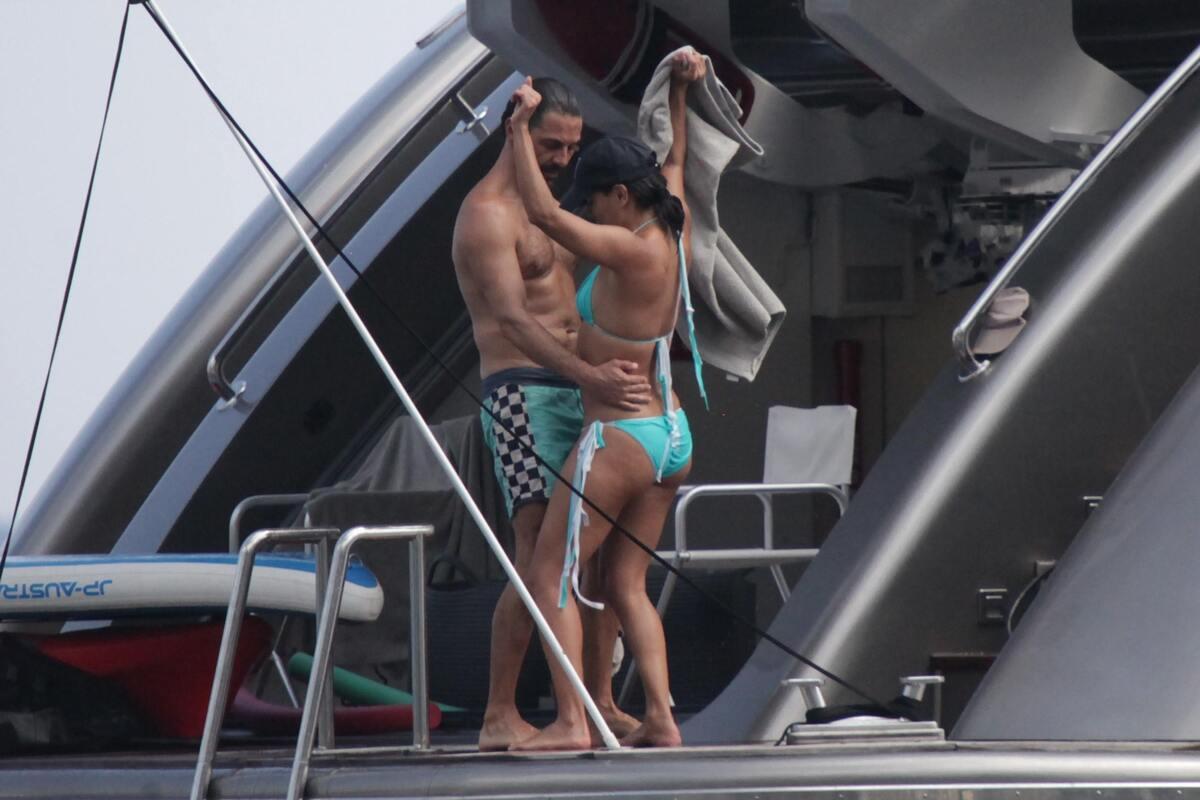 Ева Лонгория отдыхает на яхте с бойфрендом