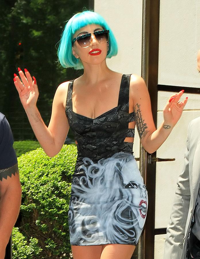 Lady Gaga в платье имени себя