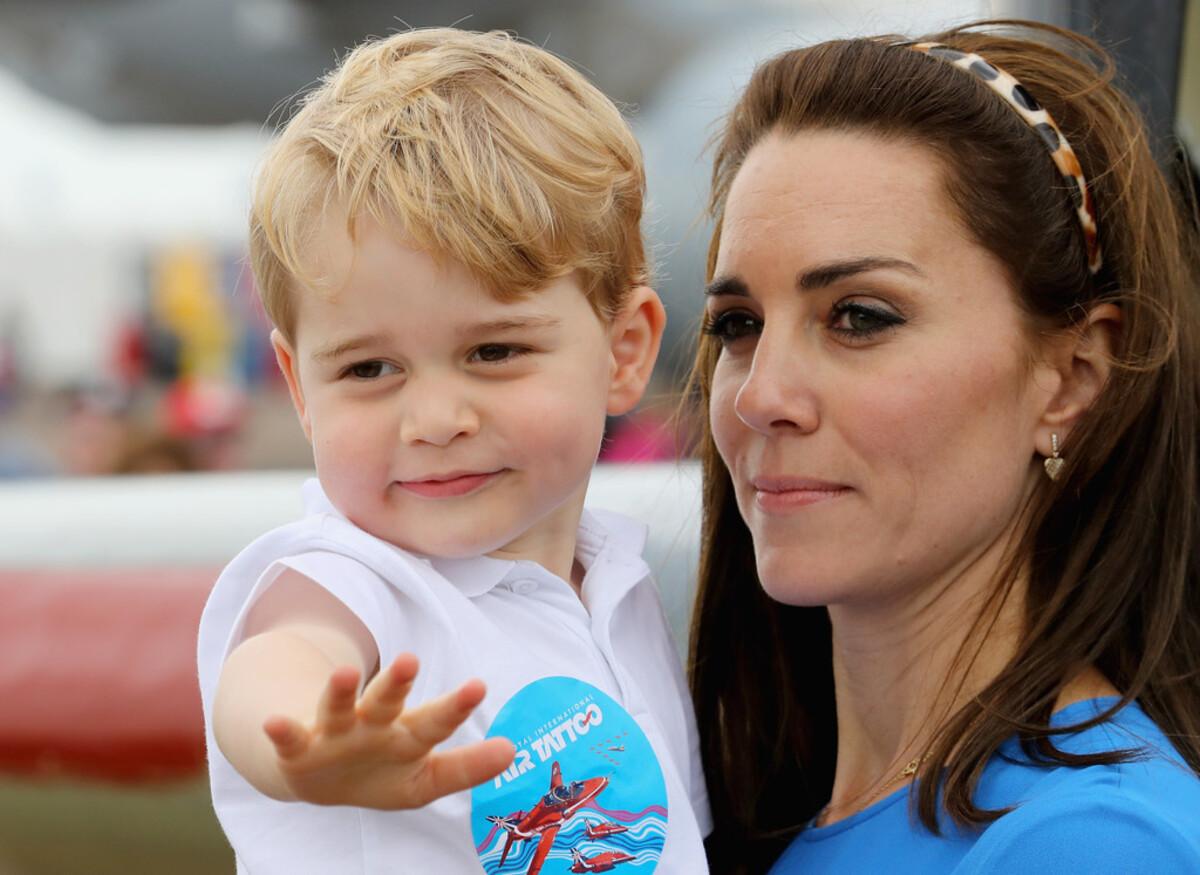 Двухлетний принц Джордж впервые вышел в свет
