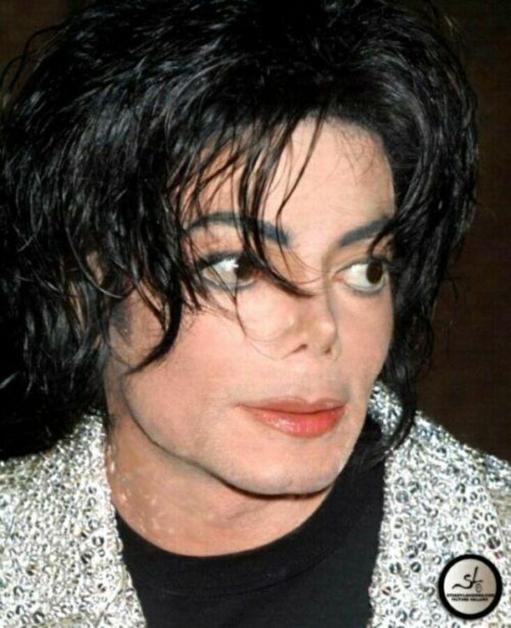 Фильм о Майкле Джексоне выйдет в октябре