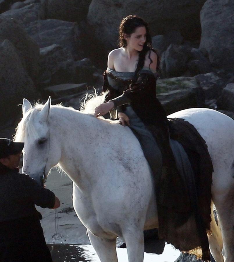 Кристен Стюарт на съемках фильма «Белоснежка и охотник»
