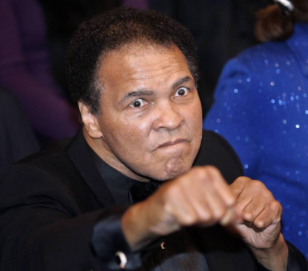 Легендарный боксер Мухаммед Али попал в больницу из-за проблем с дыханием