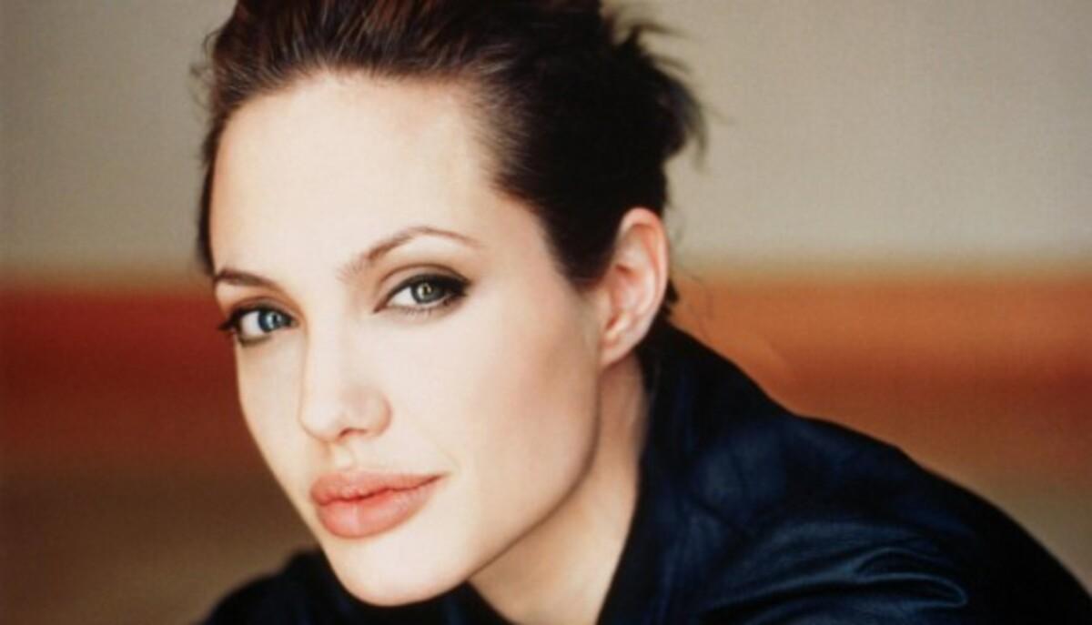 Анджелина Джоли станет режиссером фильма о войне в Боснии