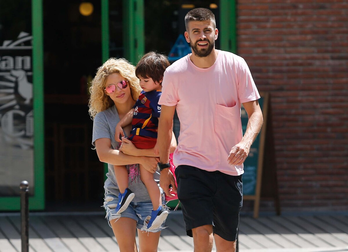 Шакира опубликовала новые фото младшего сына
