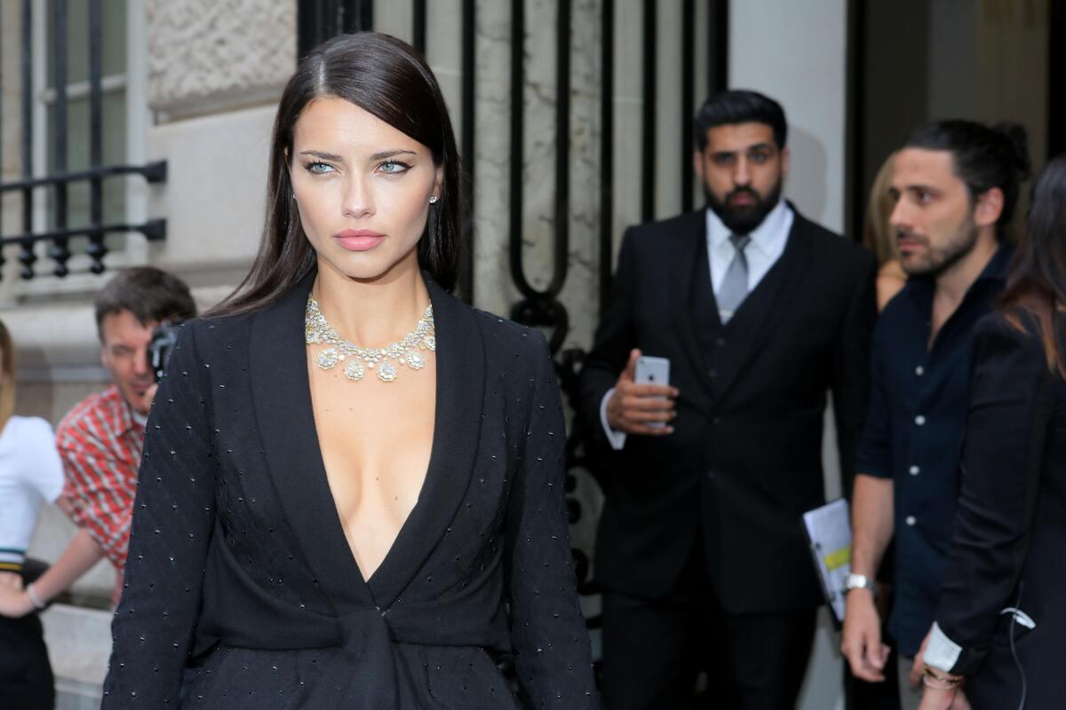 Адриана Лима вызвала недовольство модных критиков