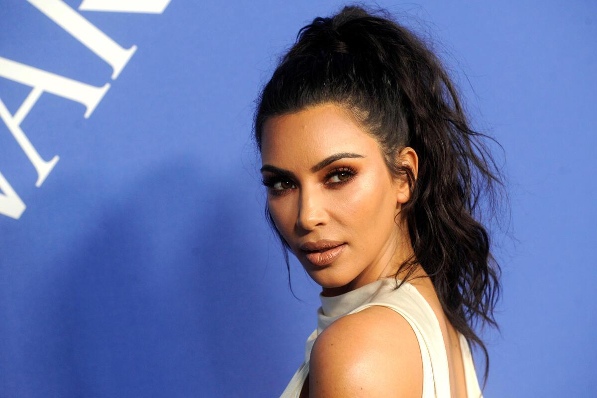 «Так мужа не вернешь»: Ким Кардашьян сравнили с трансвеститом