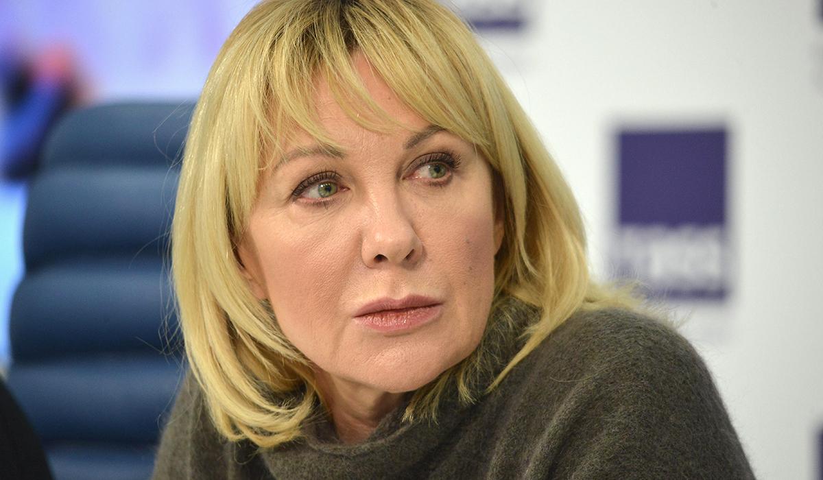 «Немолода, а все туда же»: 59-летняя Елена Яковлева разгневала соцсети фото в купальнике