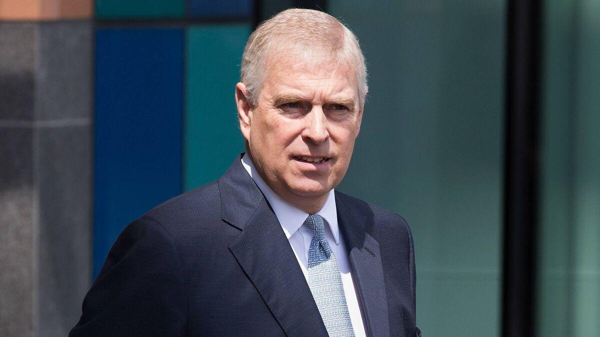 «Вышел сухим из воды»: общественность затравила принца Эндрю после освобождения