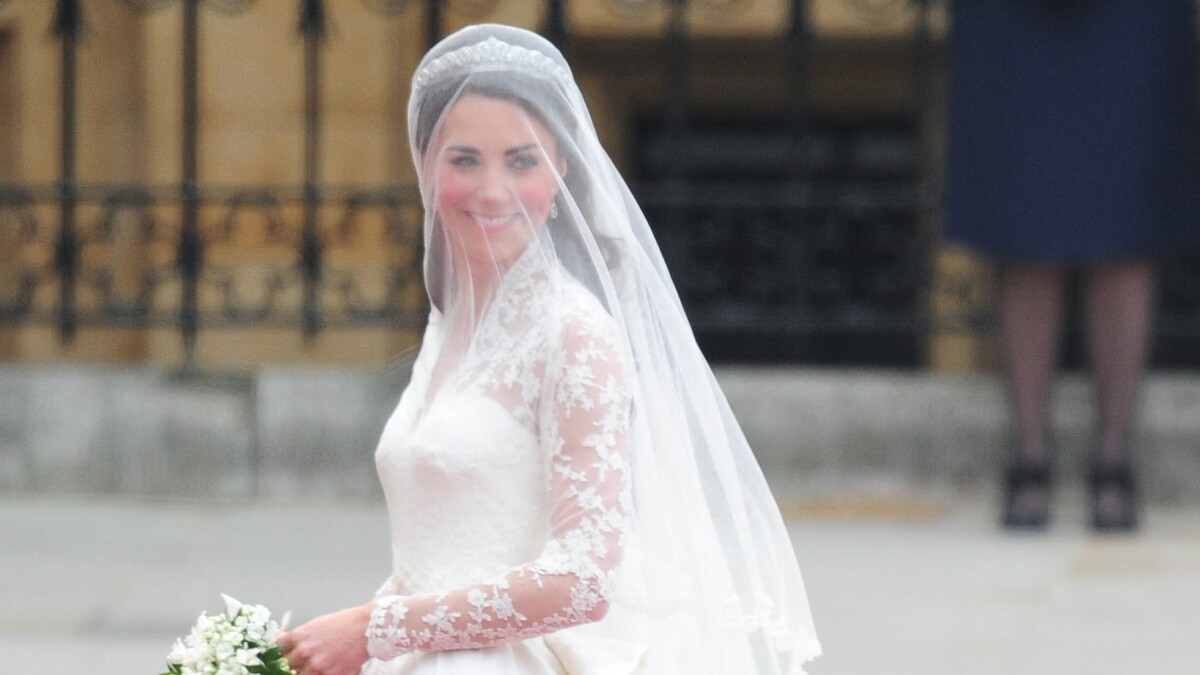 Когда не можешь учесть все: конфузы звезд на королевских свадьбах