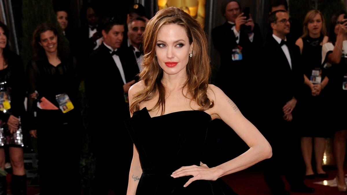 «Совсем другая»: разбитая разводом Джоли решилась на отчаянный шаг