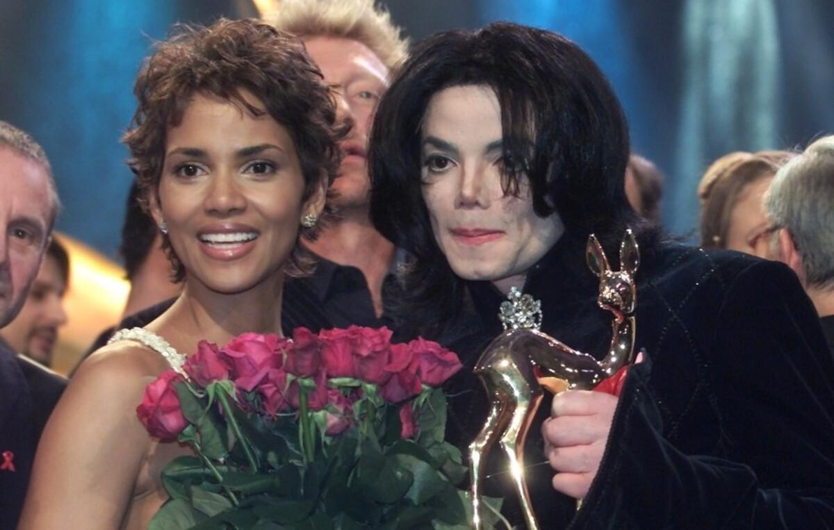 Майкл Джексон пытался пригласить Холли Берри на свидание
