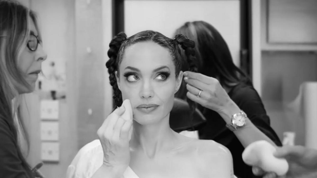 Видео: Анджелина Джоли показала процесс перевоплощения в Малефисенту