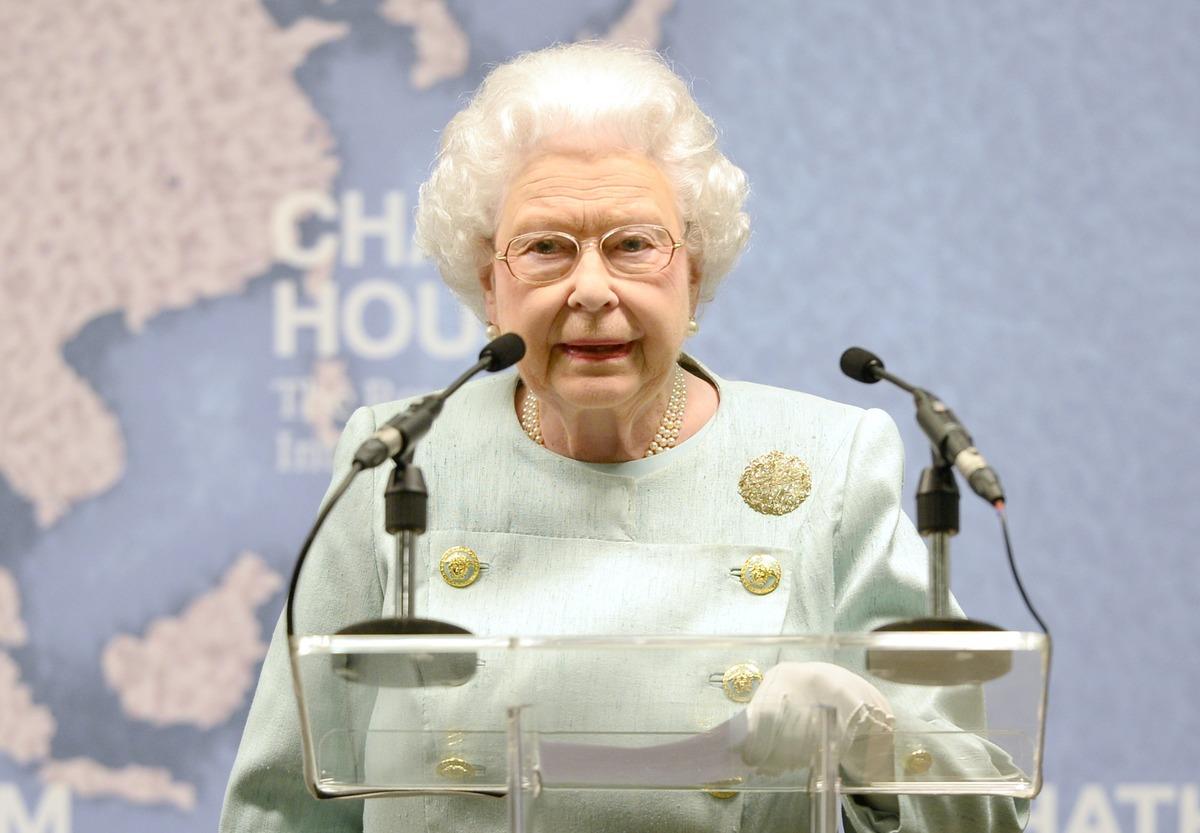 Первая встреча: королева Елизавета II готовится увидеть правнучку