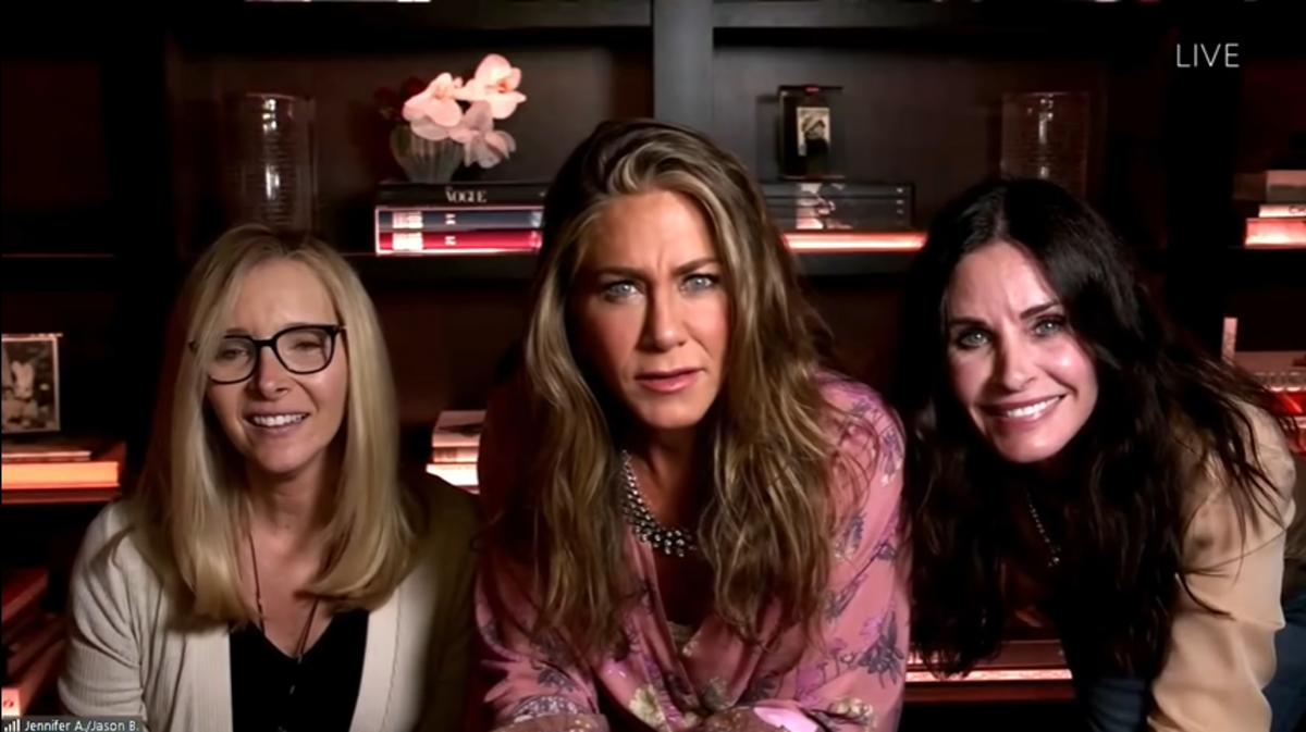 Дженнифер Энистон, Кортни Кокс и Лиза Кудроу устроили мини-воссоединение «Друзей» на «Эмми» 2020