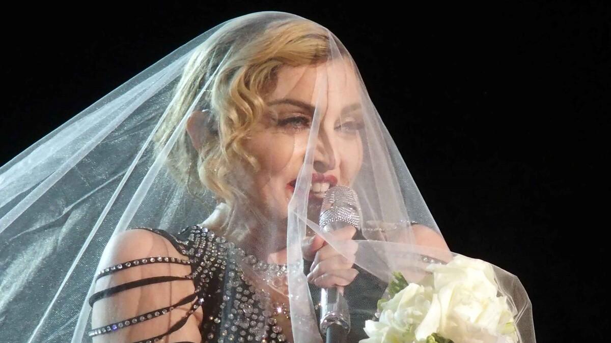 Неузнаваема: уникальное фото Мадонны 18-летней давности показали Сети