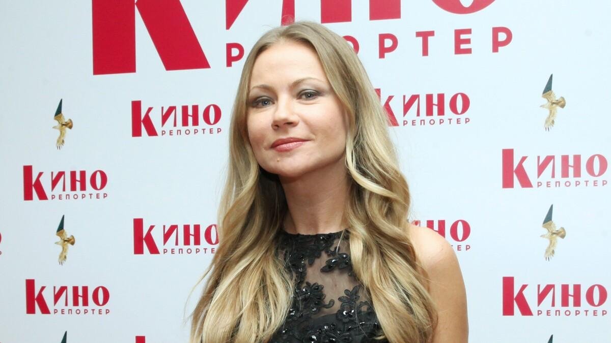 Не тот, за кого себя выдает: СМИ раскрыли личность мужа Мироновой
