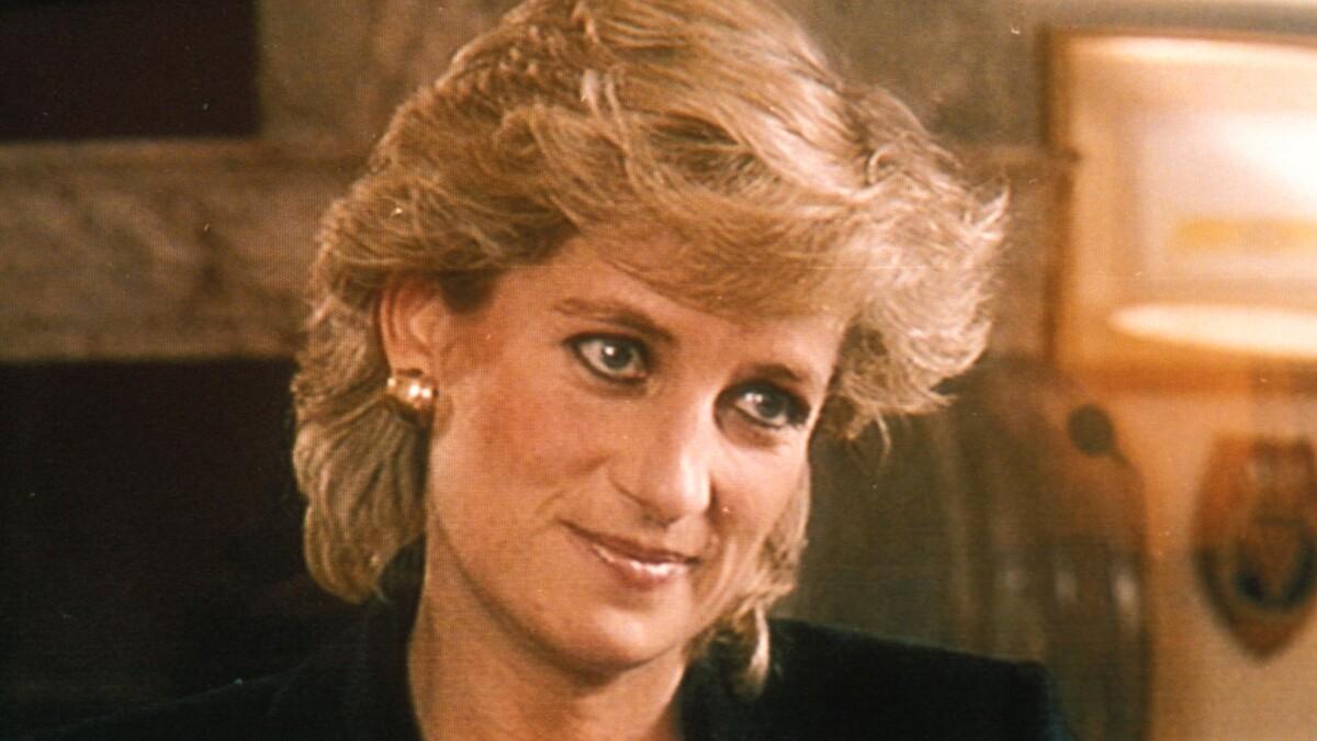Спустя 25 лет: королевская семья «продала» принцессу Диану за миллионы