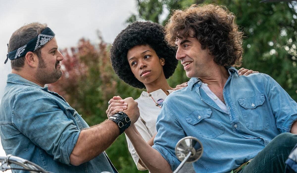 Саша Барон Коэн, Эдди Редмэйн и другие в первом трейлере «Дела чикагской семерки»