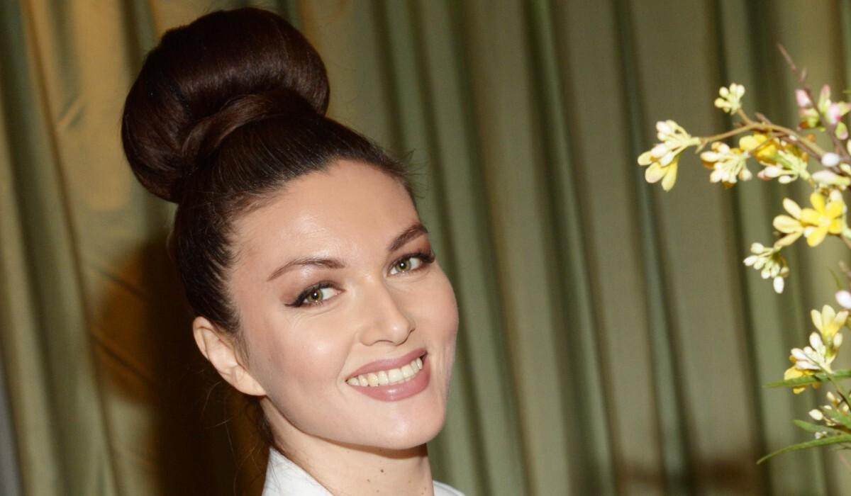 Без макияжа и в глине: звезда «Не родись красивой» повторила фотосет Кардашьян