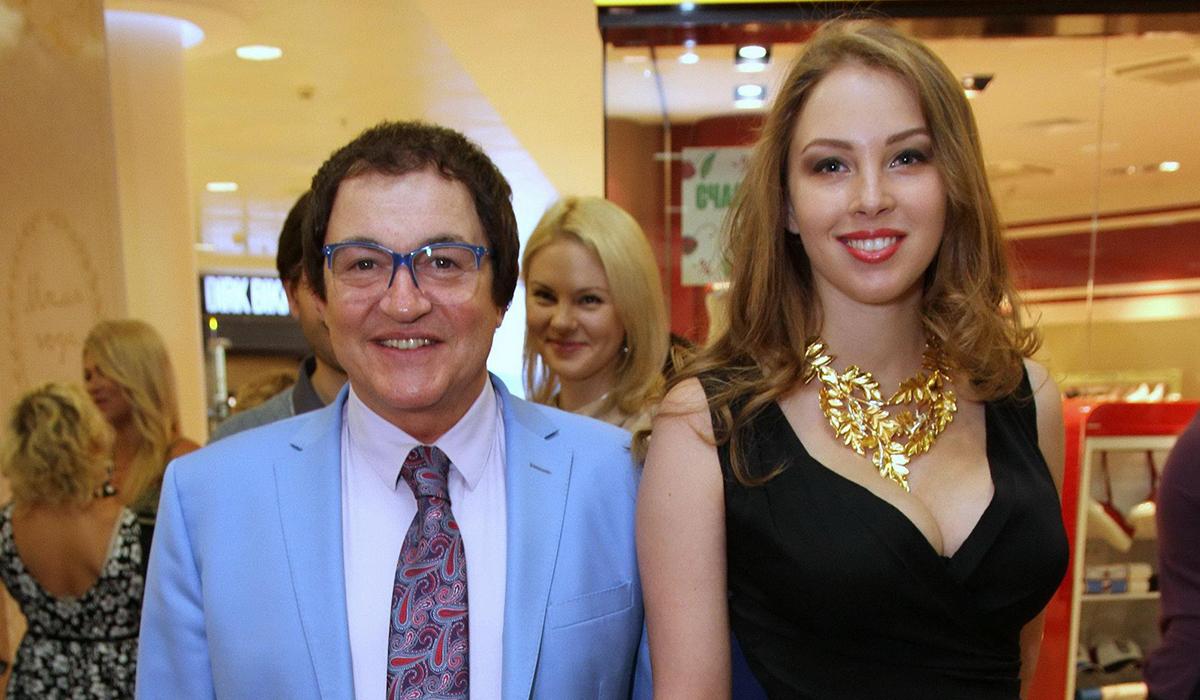 «Дед с внучкой»: в Сети не оценили фото Дмитрия Диброва с молодой женой