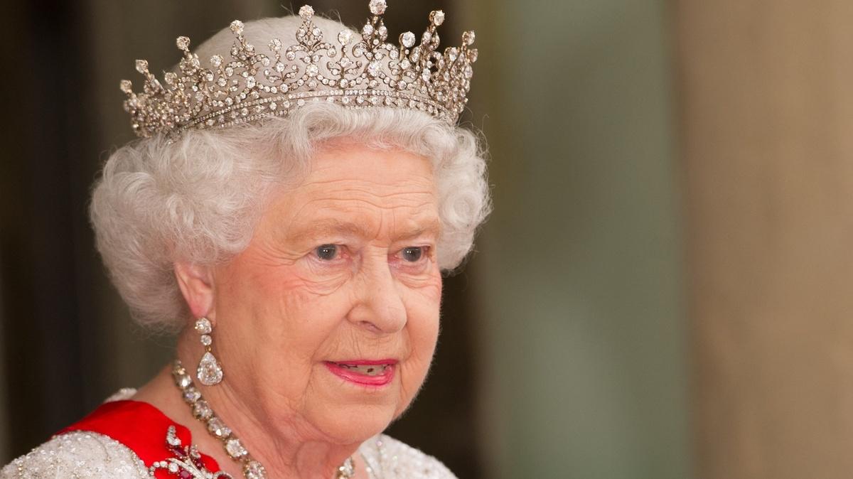 Королева наносит ответный удар: Принца Гарри и Меган Маркл обвинят в клевете