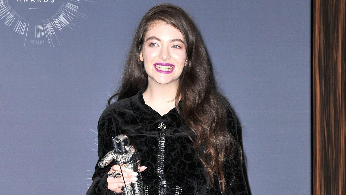 Песня лета: Lorde впервые за 4 года выпустила новый клип