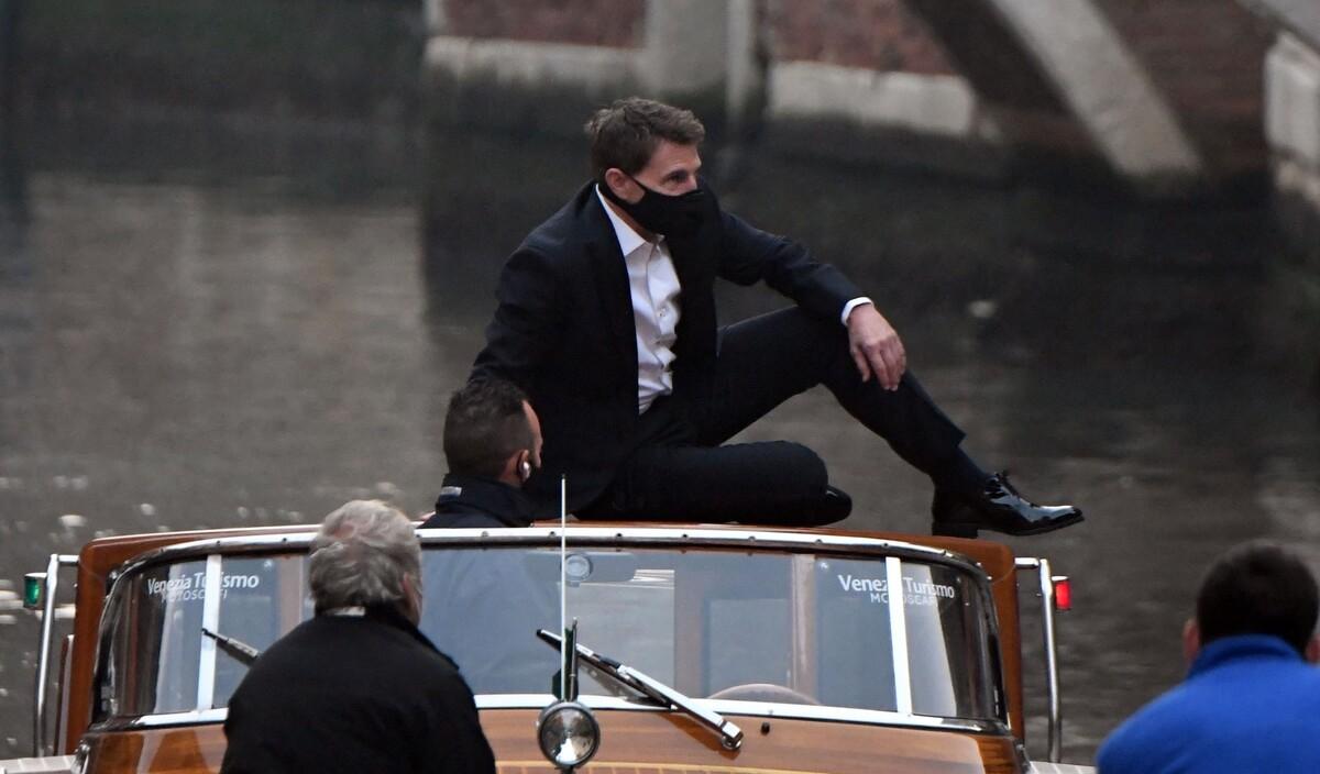 Том Круз прыгает по лодкам в Венеции на съемках «Миссии: невыполнима 7»