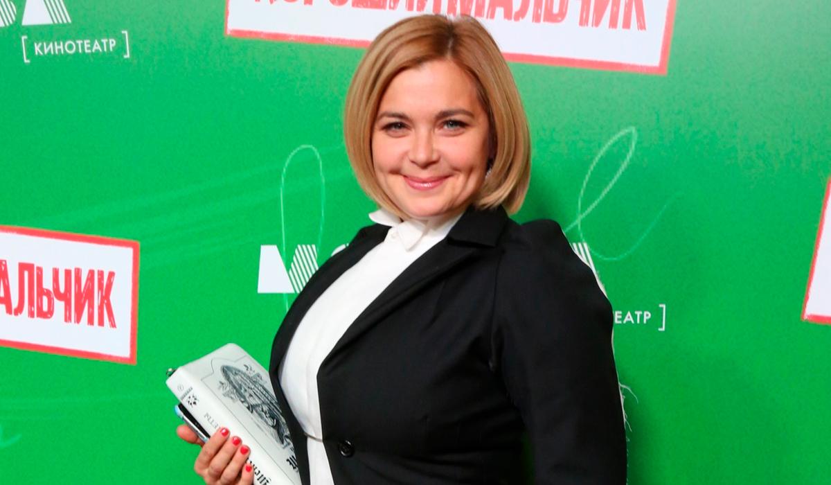 «И коров доить умеете?»: Ирина Пегова удивила соцсети в образе колхозницы