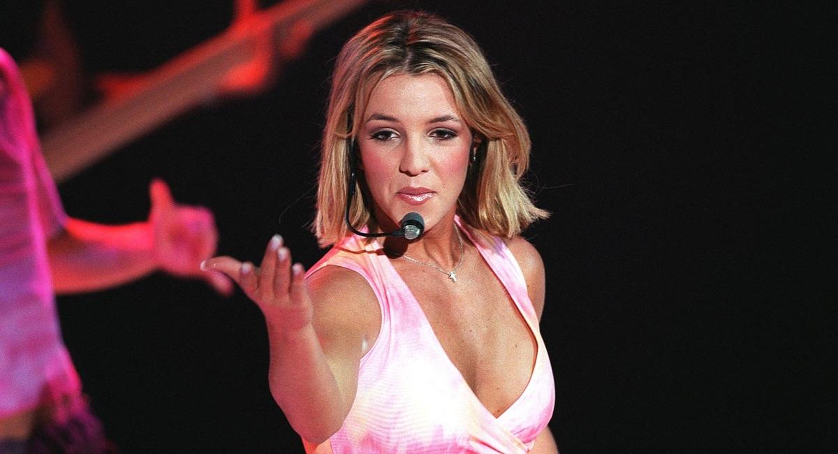 «Последний танец»: Бритни Спирс оголила грудь в знак свободы