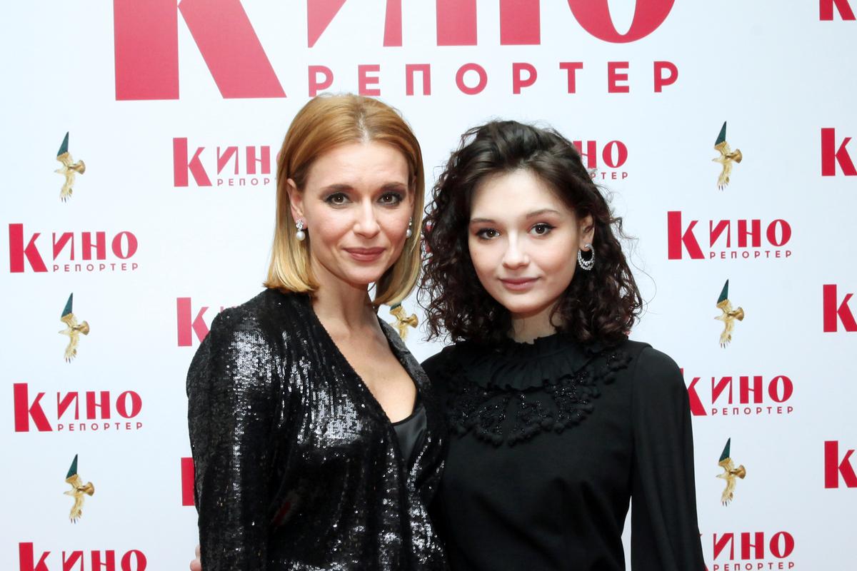«Как-то очень худенько»: дочь Любови Толкалиной смутила соцсети в прозрачном боди