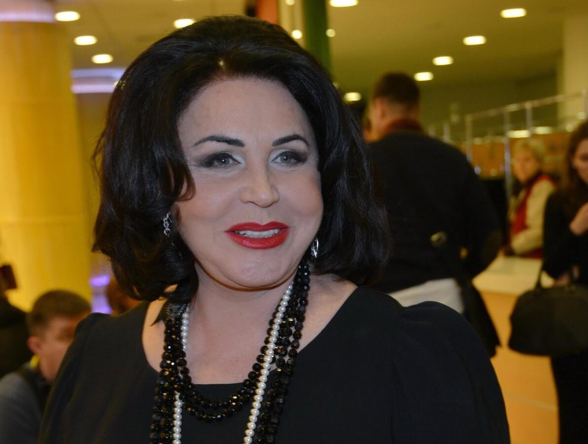 «Сидел в сумке на подоконнике»: Надежда Бабкина рассказала, как совмещала карьеру и воспитание сына