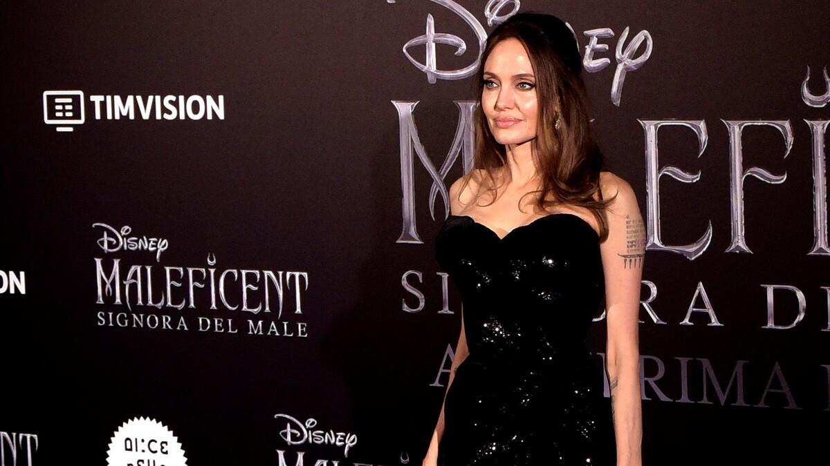 День ото дня все худее: новый светский выход Джоли поверг фанатов в шок