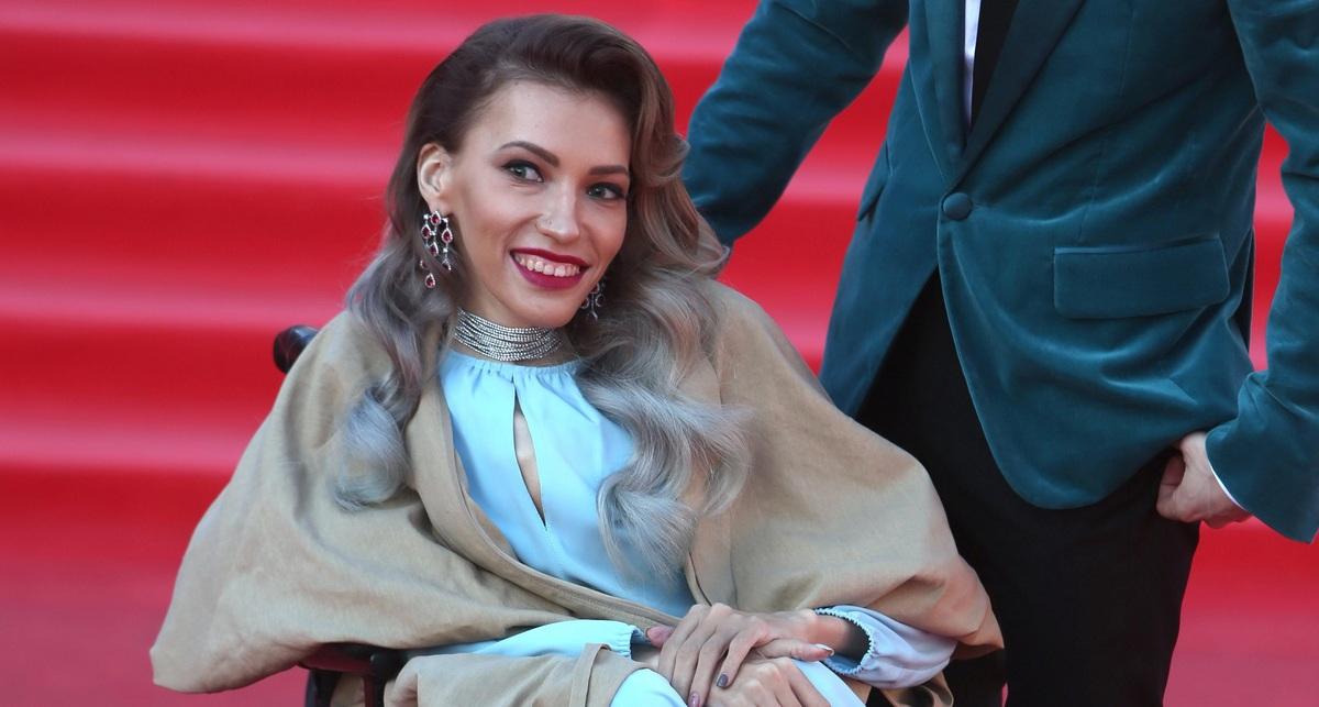 «Не предлагает»: Юлия Самойлова призналась, почему сестра не помогает ей деньгами
