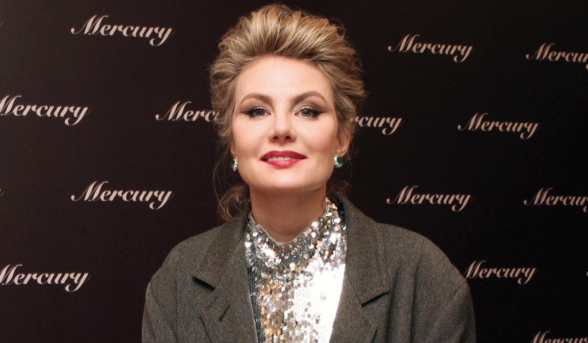 «Пластику носа не делала?»: 53-летнюю Ренату Литвинову не узнали на фото мужа Гагариной