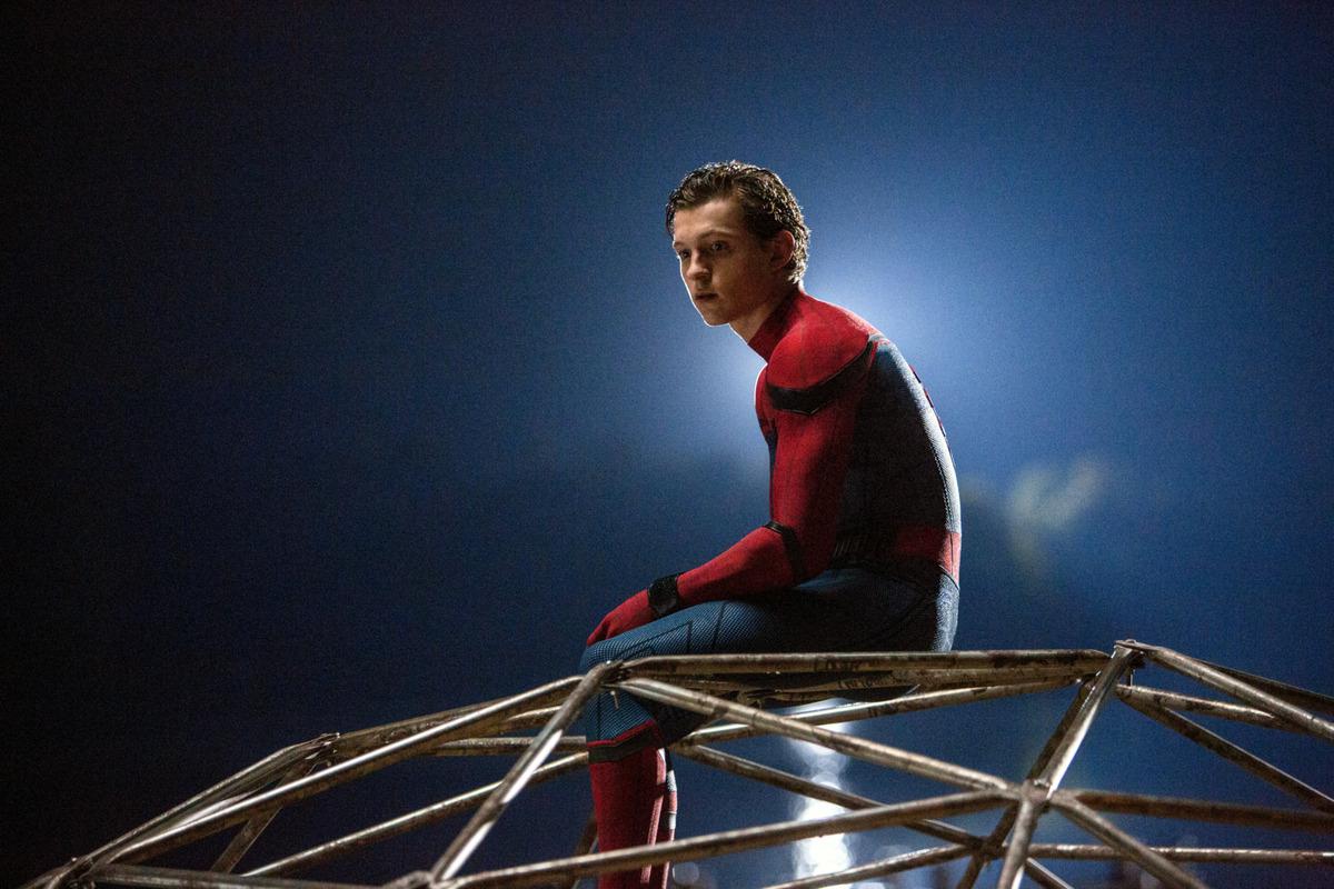 Том Холланд отпраздновал окончание съемок «Человека-паука» топлес-фото