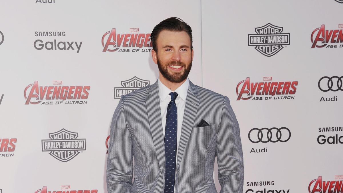 «Раньше не слышал его имени»: как Капитан Америка Крис Эванс помог коллеге вернуть популярность