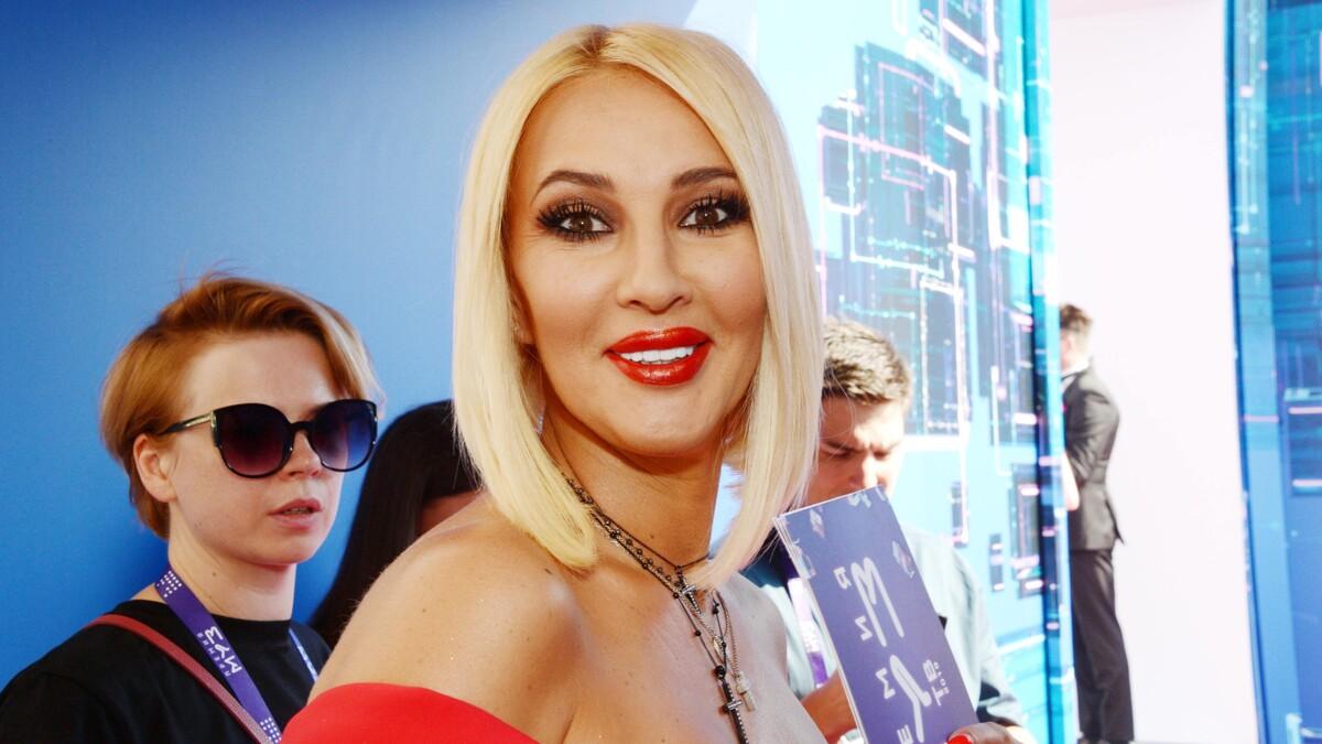 «Я старая, страшная и неприятная»: Кудрявцева шокировала подписчиков новым фото