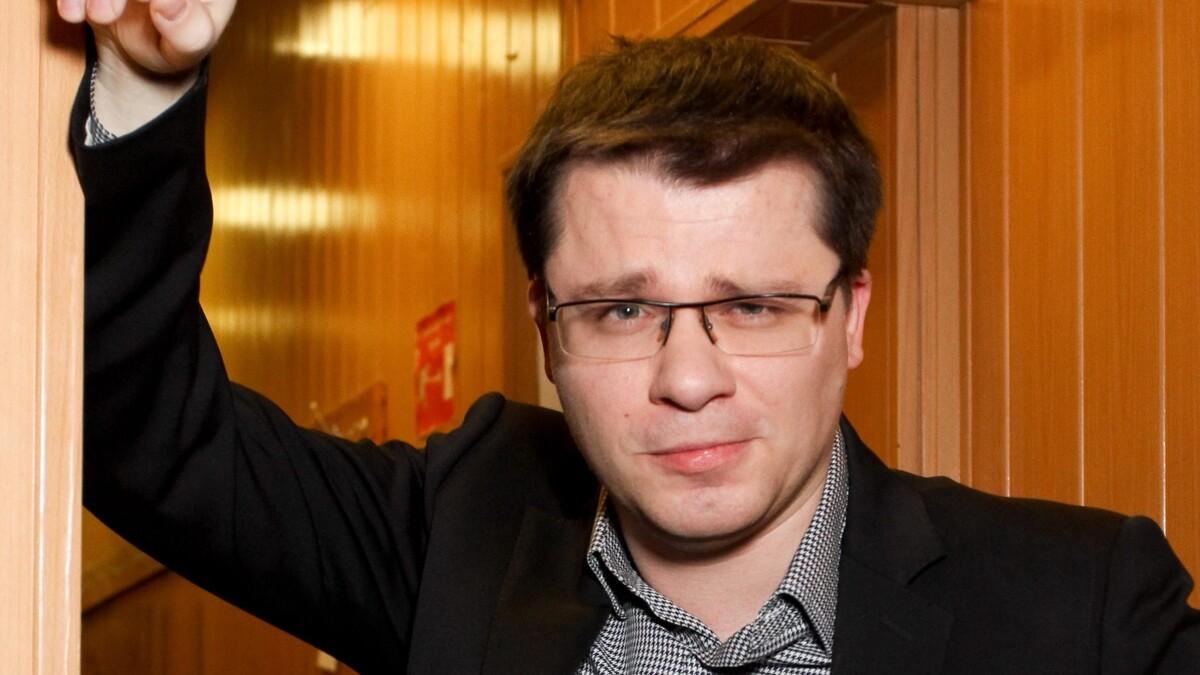 «Однотипная как Асмус»: Харламов официально вывел в свет новую избранницу