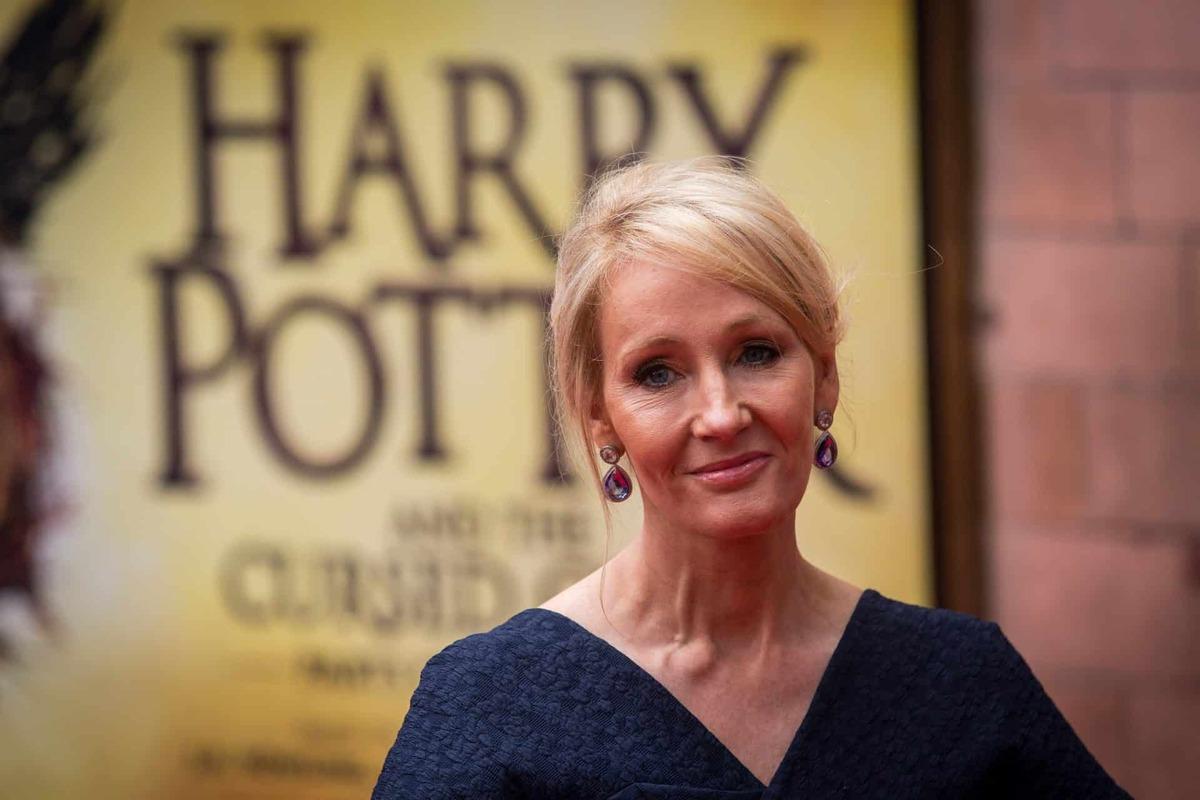 Автор «Гарри Поттера» Джоан Роулинг объединилась с писателями, чтобы отстоять свободу слова