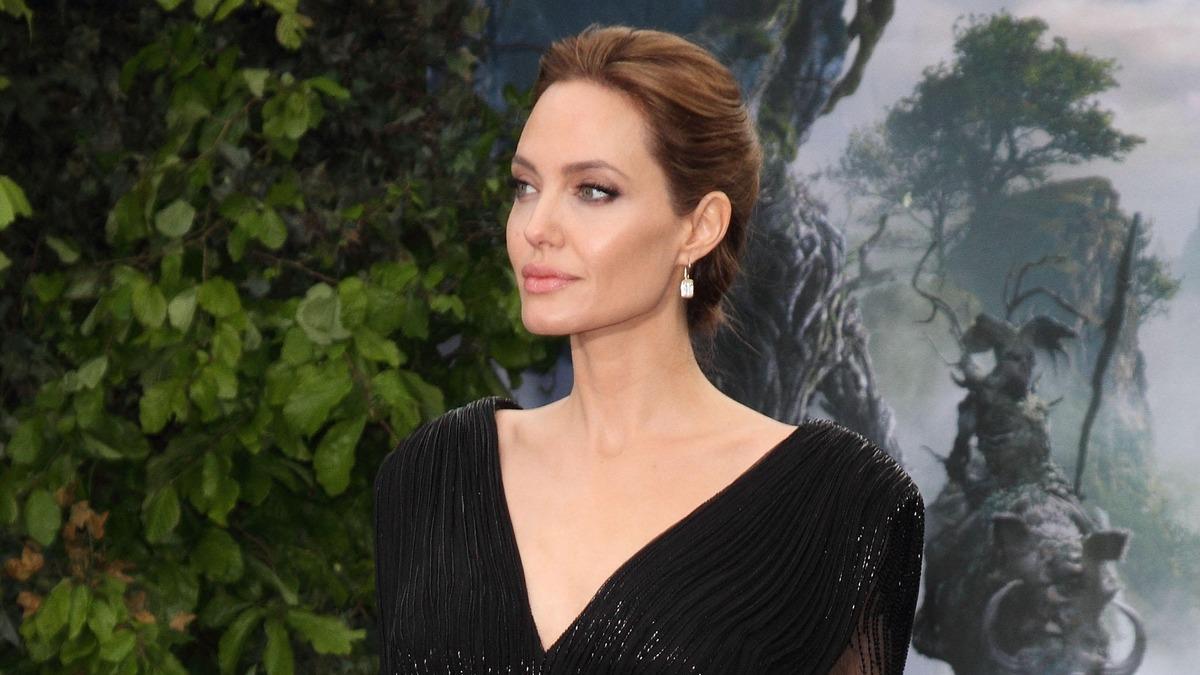 Со скрытым смыслом: Анджелина Джоли засветила новую татуировку