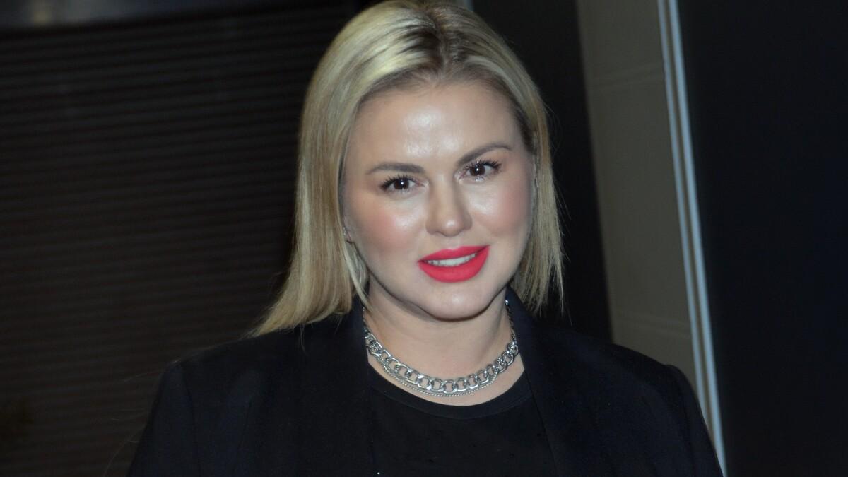 «Сала в фотошопе убавила»: Семенович распекли за «дикое» фото из отеля