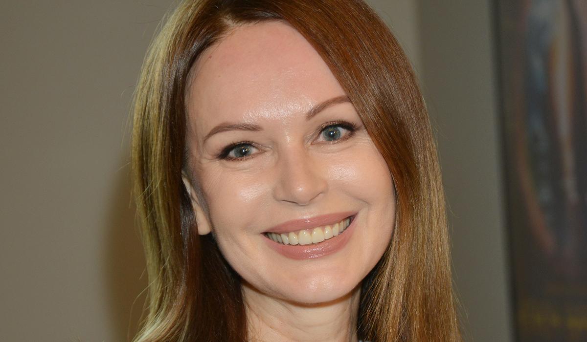 «Годы вам на пользу»: в Сети оценили фото Ирины Безруковой в 18 лет