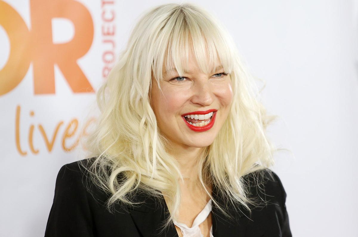 Певица Sia усыновила подростков из-за любви к документальным фильмам и реалити-шоу