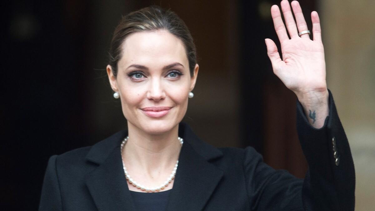 «Стыдно»: измотанная Джоли не скрыла отчаяния