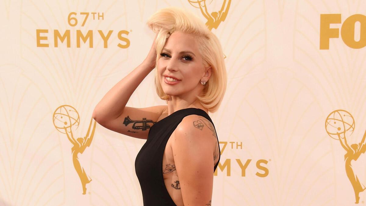 «Того и гляди спадет»: Леди Гага чуть не оголилась на радость публике