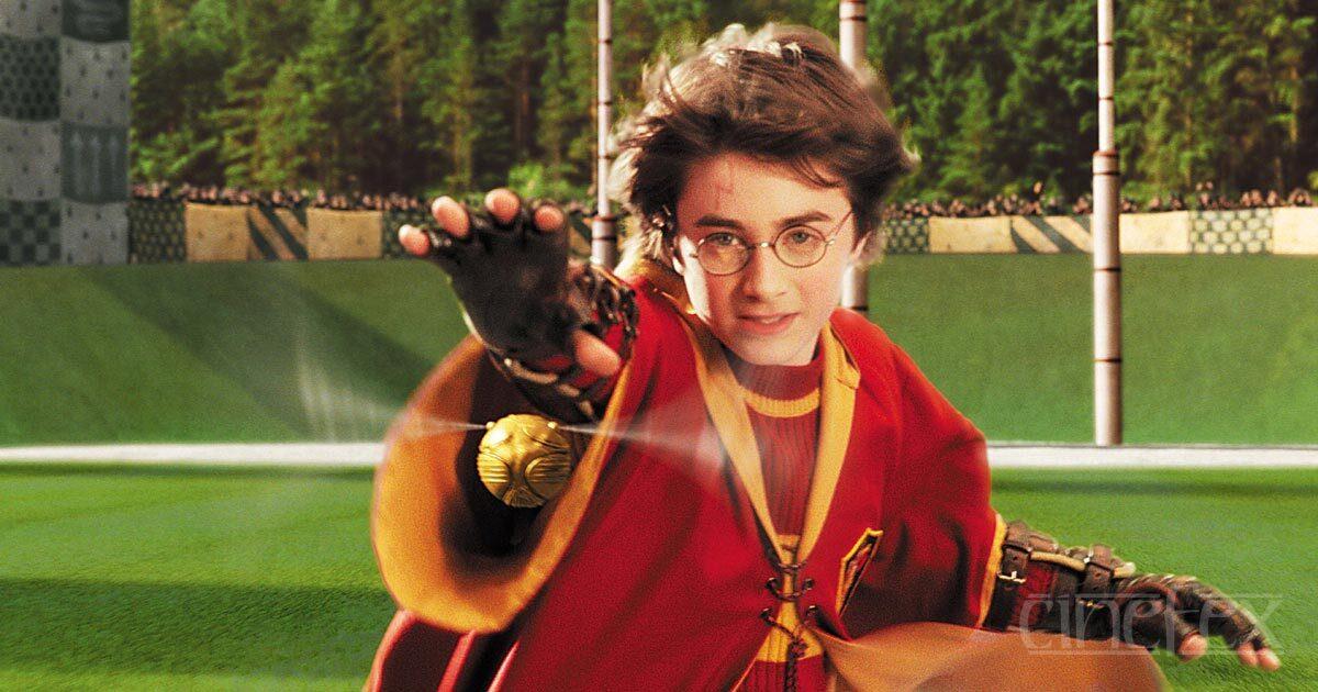 В Лондоне установили статую Гарри Поттера, играющего в квиддич