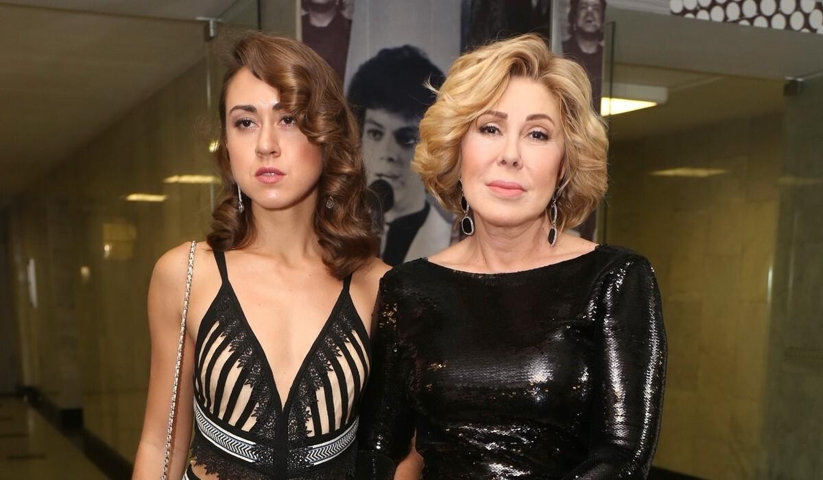 «Сцена для нее стала важнее меня»: дочь Любови Успенской объяснила обиду на мать