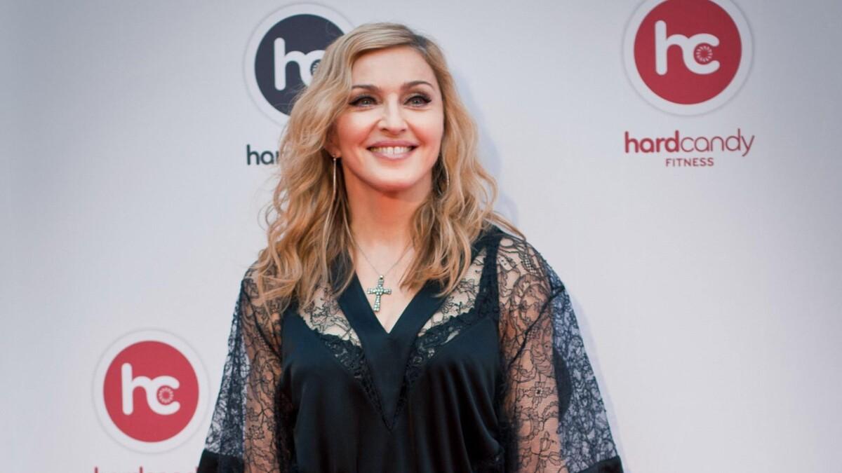 «Надо быть скромнее»: эпатажную дочь Мадонны осудили за выходку на красной дорожке